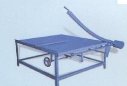 Corrugated board cutter hand operated